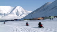 The caravan of snowmobiles sent an expedition to the far north. video