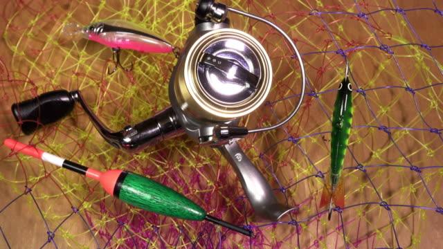 рыболовный крючок с катушкой