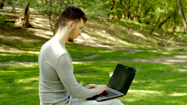 the guy in the Park works with laptop video