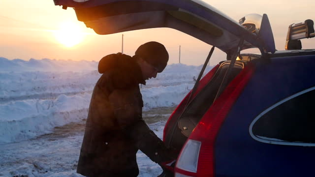the guy puts things in the trunk of a car. the evening Twilight. video