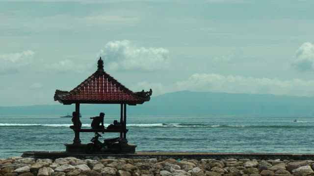 The ocean, a gazebo, infinity relax video