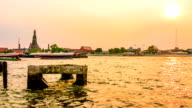 The river view and wat arun temple in the sunrise Time lapse video