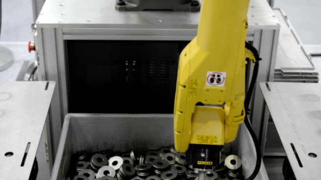 The robot manipulator produces sorting of metal objects video