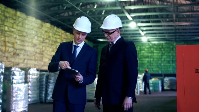 The specialists talking in warehouse video