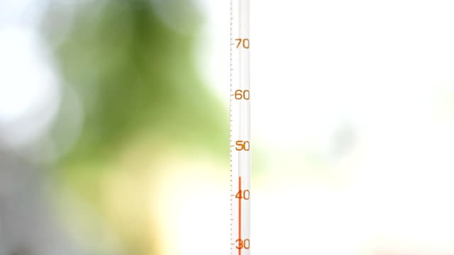 Thermometer indicates high temperature outdoor in Summer video