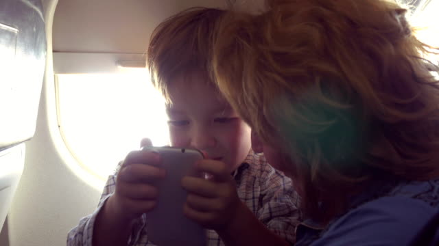 They have good time with smart phone in plane video