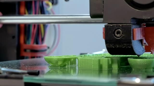 Three dimensional plastic 3d printer video