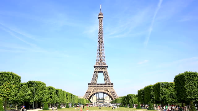 HD Tilt: Eiffel Tower Paris video