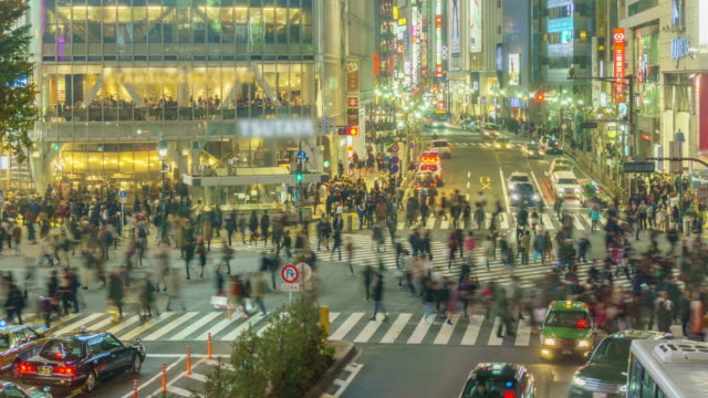 Time lapse: Pedestrians cross at Shibuya Crossing in Tokyo , Japan . video