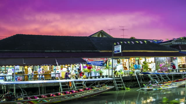 time lapse : people travelling at Asian floating market from dusk to night video