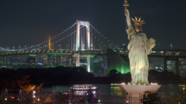 4K Time lapse :Statue of Liberty in Odaiba with Rainbow Bridge at night video