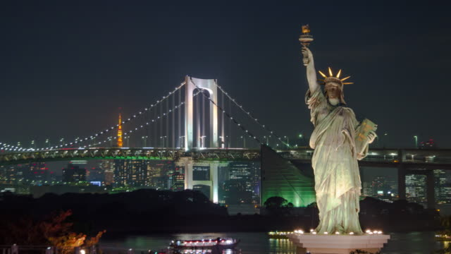 4K Time lapse Zoom in  :Statue of Liberty in Odaiba with Rainbow Bridge at night video