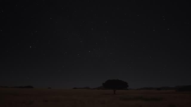 Timelaps: stars behind moving clouds - Landschaft_Sterne video