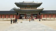 time-lapse - crowded people at Gyeongbokgung Palace,Korea video