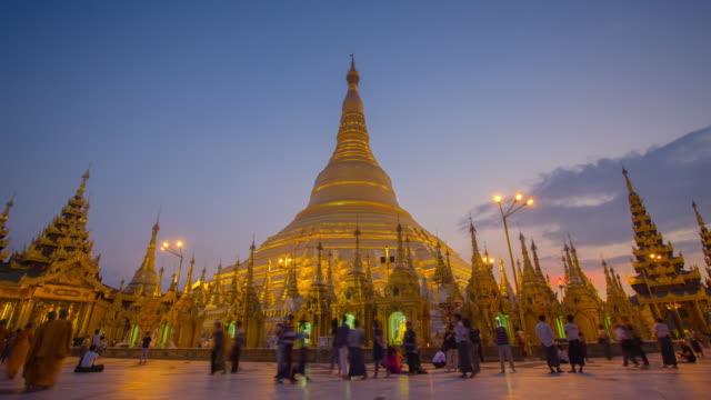 4K Timelapse of sunset at the Shwedagon pagoda. video