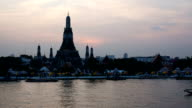 Timelapse of sunset at Wat Arun, Bangkok, Thailand video