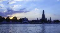 Timelapse of sunset at Wat Arun, Bangkok, Thailand video