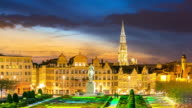 Time-lapse: Pedestrian Brussels Grand Place garden Belgium sunset video