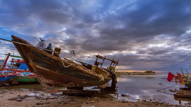Time-lapse sunset or sunrise on the beach with boats. video