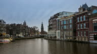 Time-lapse Zoom out: Munttoren Tower Amsterdam Night video