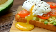 Toast with poached egg and veggies video