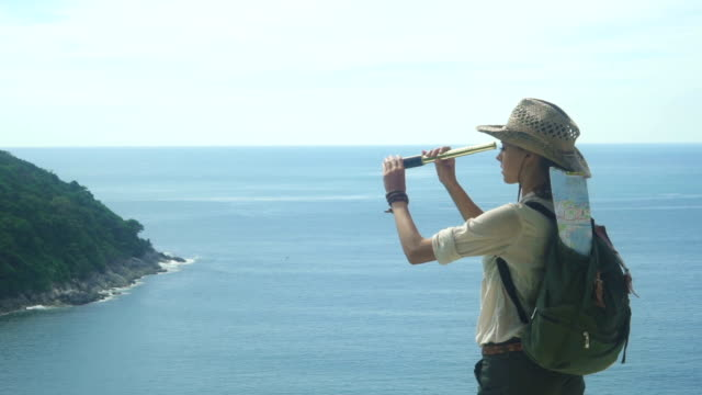 Tourist Girl With A Telescope In The Seashore video