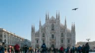 Tourists walking on the scenic Cathedral Square at Milan, Italy (Piazza Duomo, Milano). Time lapse. video