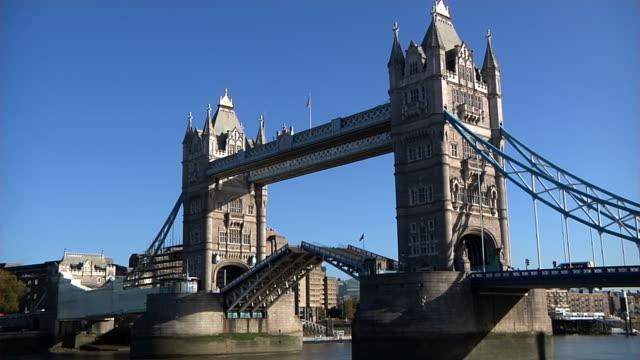 Tower Bridge closing video