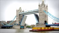 Tower Bridge opening and closing, London video