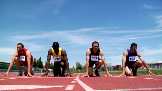 Track runners start race video