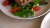 tuna steak with salad video