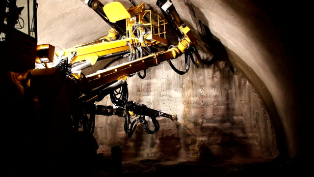 Tunnelling. video