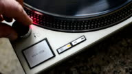turntable ignition and start-up of the plate at 33 rpm. video