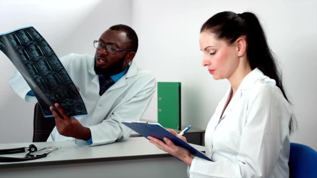 Two doctors analysing mri scan video