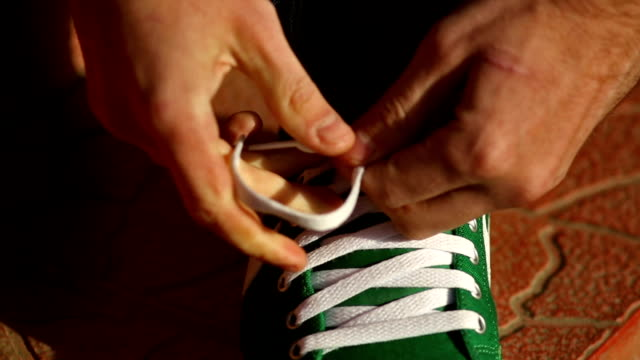 Tying a Sneakers video