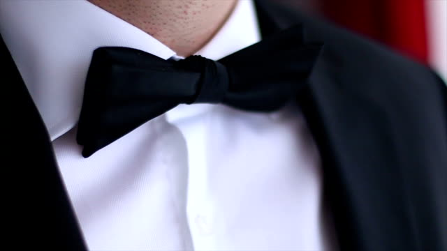 Tying Bow Tie video