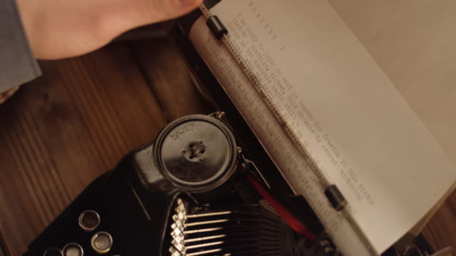 DS Typewriter pressing the knob and lever on old machine video