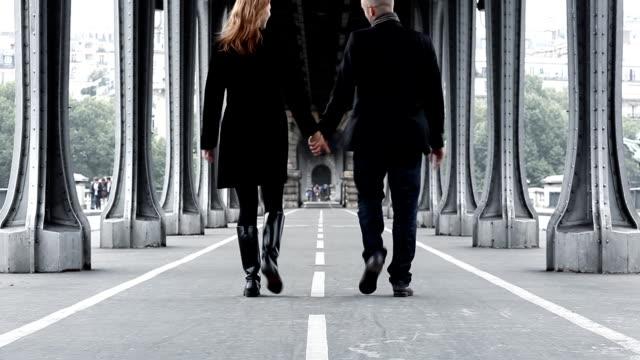 Under Paris Bridges video