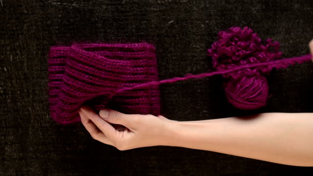 Unravelling the woolen scarf video