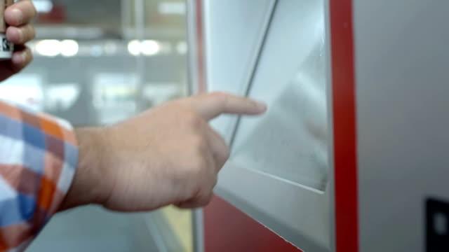HD: Using A Ticket Vending Machine video