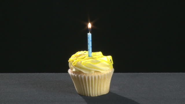Vanilla cupcake with a blue candle video