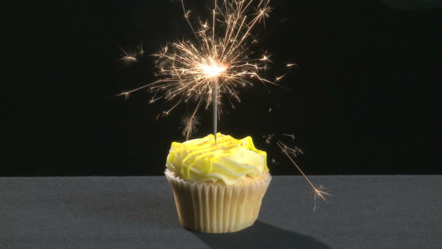 Vanilla cupcake with a sparkler video