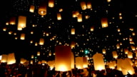 HD Video - Floating lanterns yeepeng festival camera pan up video