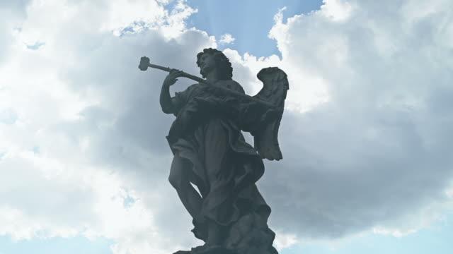 Video of the statues on Castel Sant'Angelo bridge video