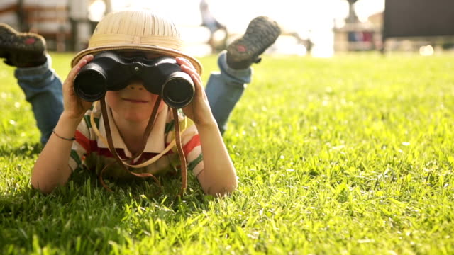HD video young explorer to the park video