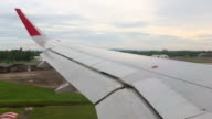 View of airplane wing : landing video