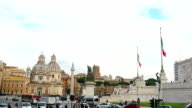 Vittorio Emanuele monument and traffic in Rome video