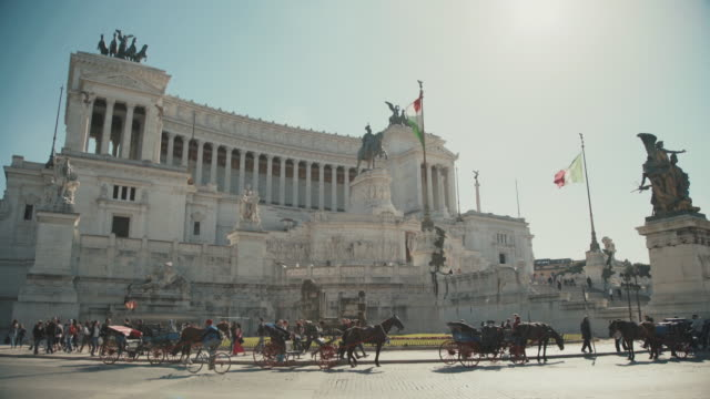 Vittorio Emanuele Monument: everyday life in Rome video