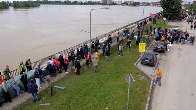 Volunteers and soldiers filling sandbags to stop floods in Serbia 2014. video
