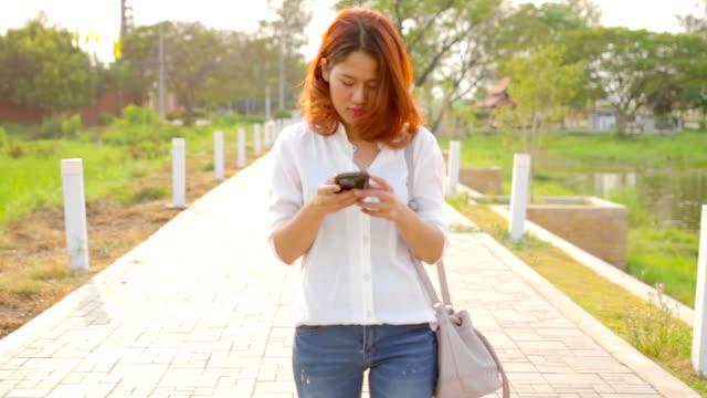 walking chat video